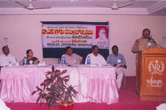 16 PRITHVI NAANEE POETRY BOOK ADUGULU RELEASE FUNCTION-13-11-2004--www.litt.in